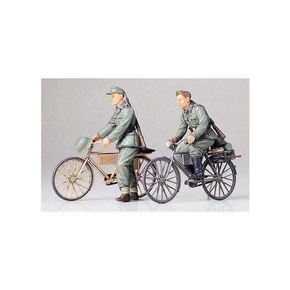 Tamiya German Soldiers with Bicycles - makett