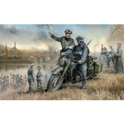 Zvezda German R-12 Heavy Motorcycle with rider and officer - makett