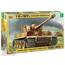 Zvezda - 1:35 Tiger I Early (Kursk) - makett