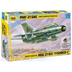Zvezda MiG-21bis Soviet Fighter - makett