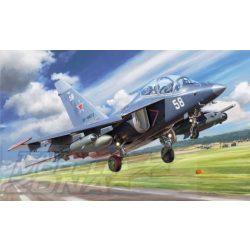 """Zvezda - 1:48 YAK-130 """"Mitten"""" Makett"""