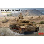 AFV Club - 1:35 Pz. Kpfw. III Ausf. J teljes belső felszereléssel - makett